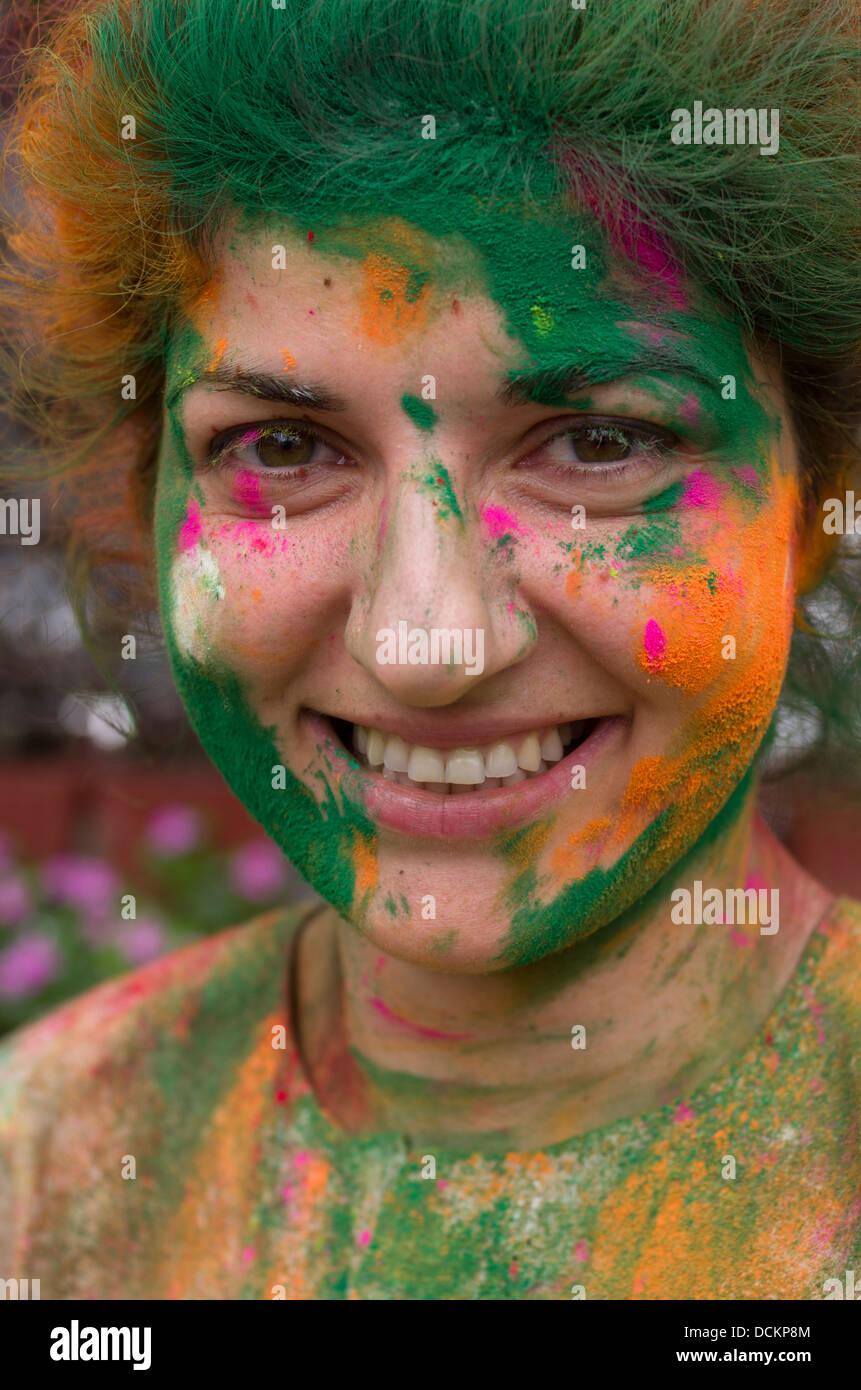 Célébrer Holi, Festival des couleurs, une fête hindoue de printemps - Jaipur, Rajasthan, Inde Photo Stock