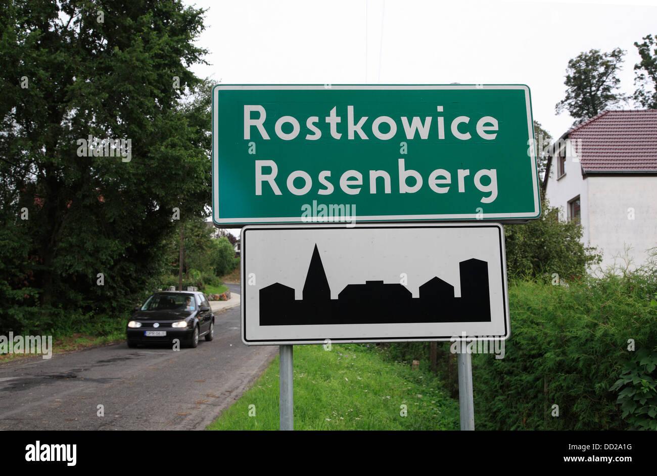 Trafic bilingue signe en Rostkowice, Opole, Silésie, Pologne Photo Stock