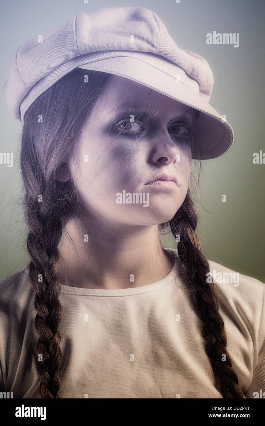 Un vilain et sale fille avec un plafond Photo Stock