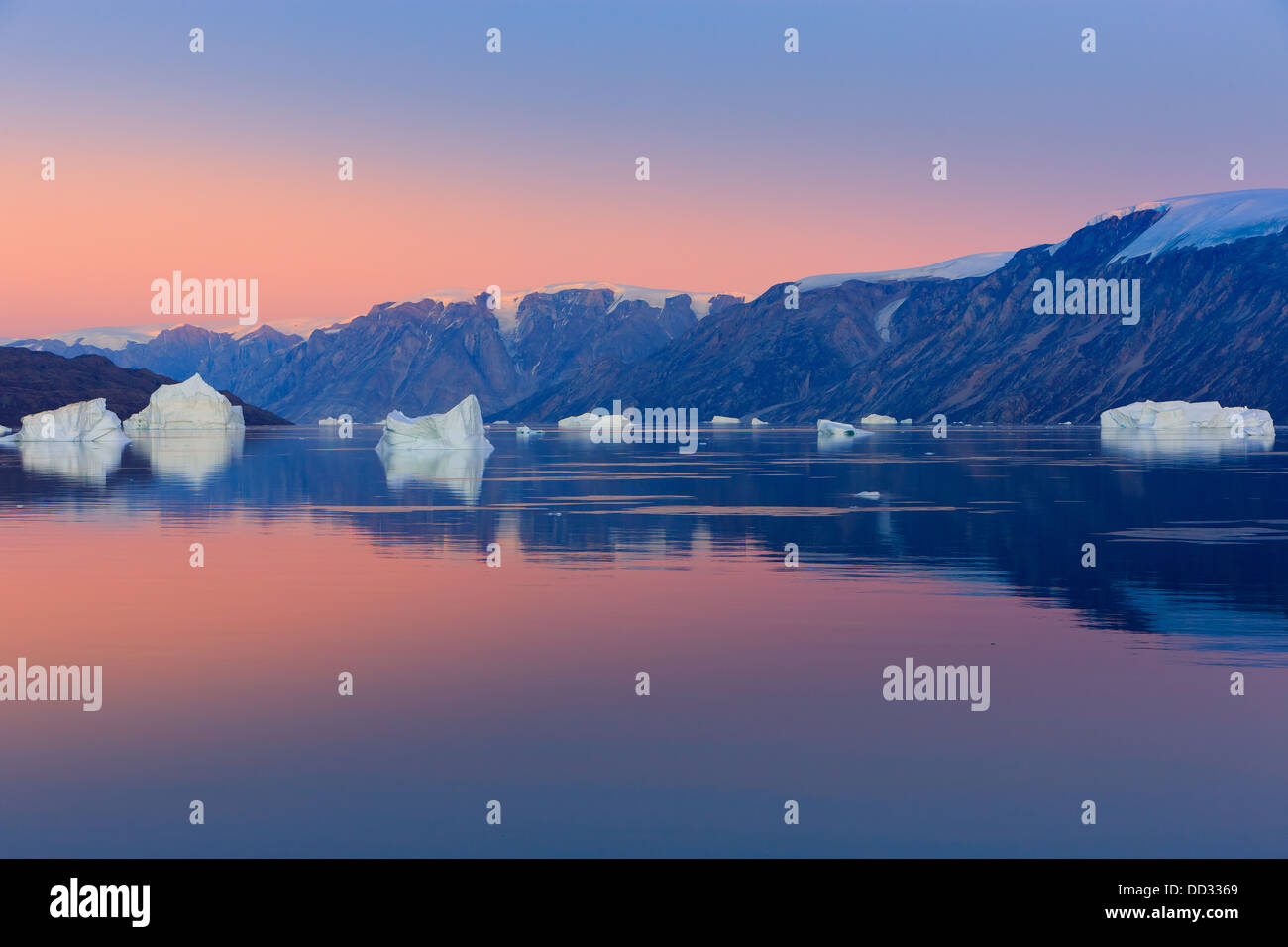 Coucher du soleil dans le fjord, Scoresby Sund Røde, Groenland Photo Stock