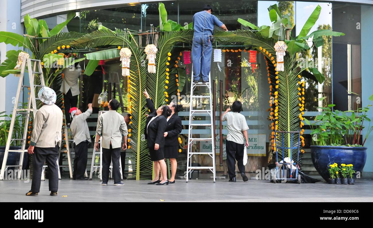 Préparation de Loy Krathong/Yi Peng célébrations dans Chiang Mai, Thaïlande Banque D'Images