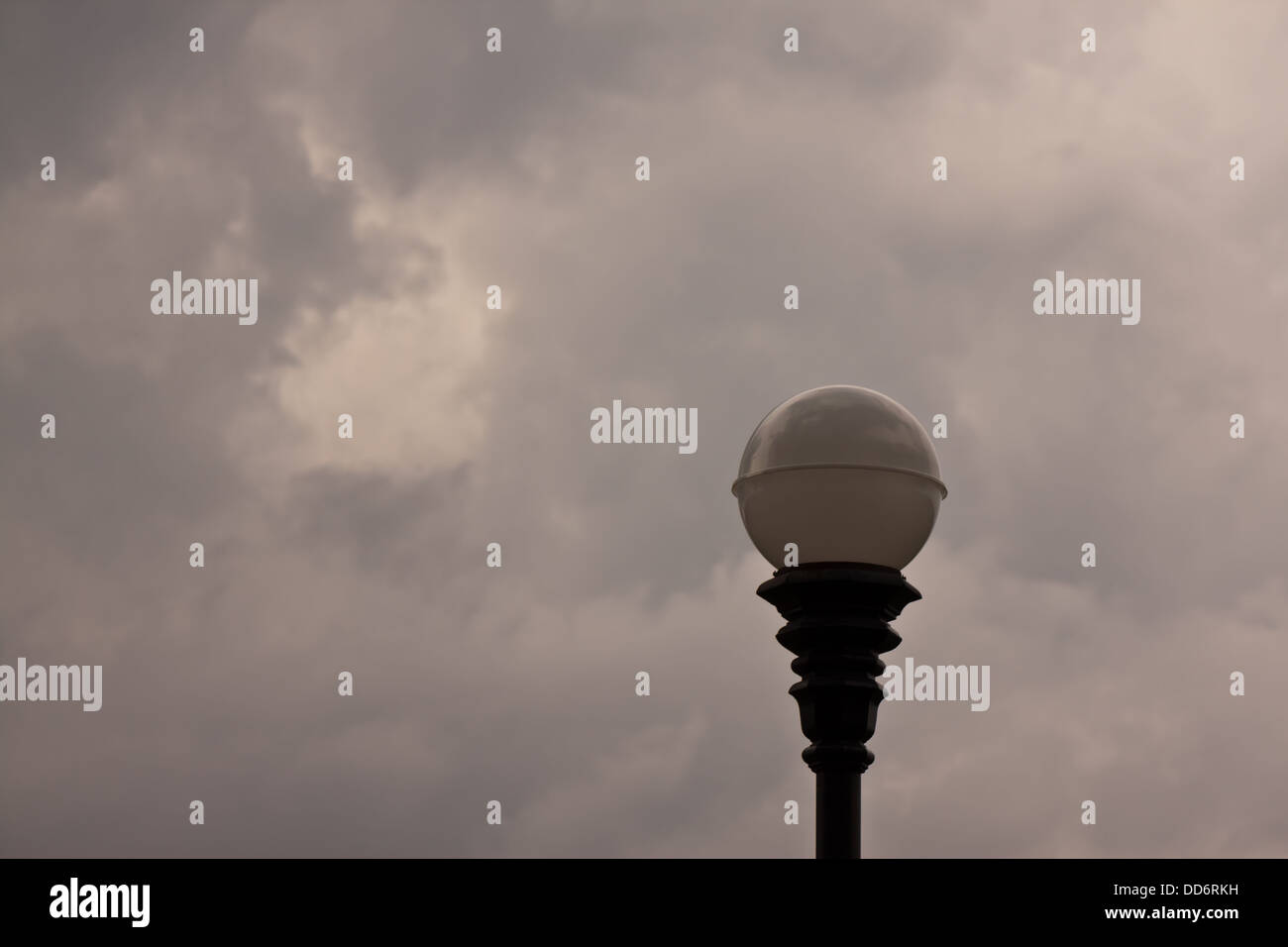 Après l'électricité avec nuage noir Photo Stock