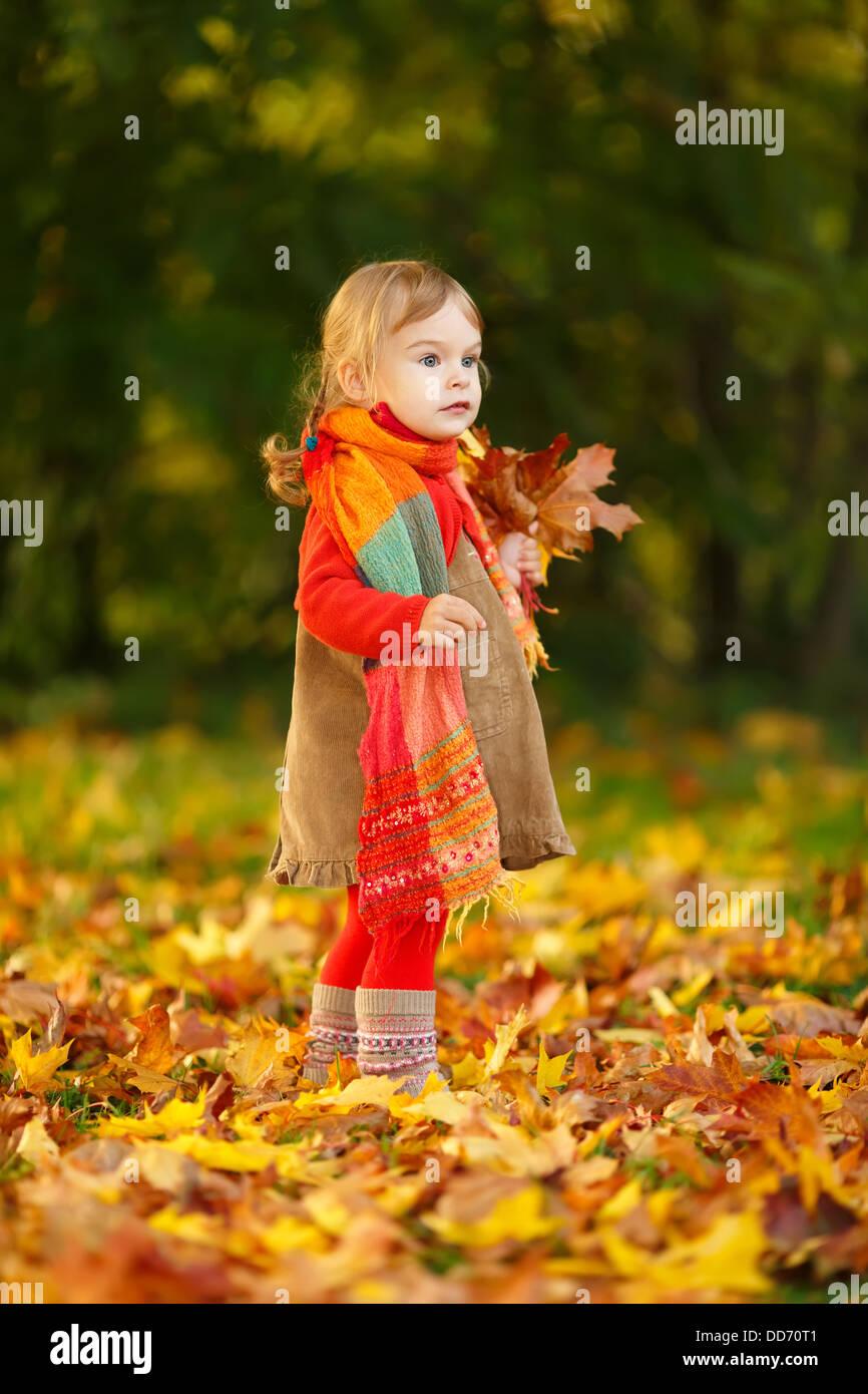 Petite fille dans le parc Photo Stock