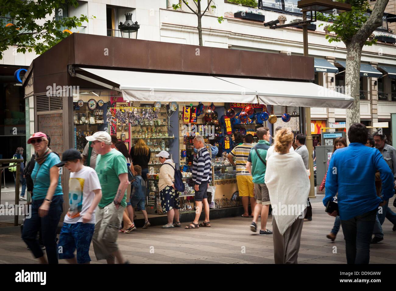 Street market stall dans La Rambla Barcelona Photo Stock