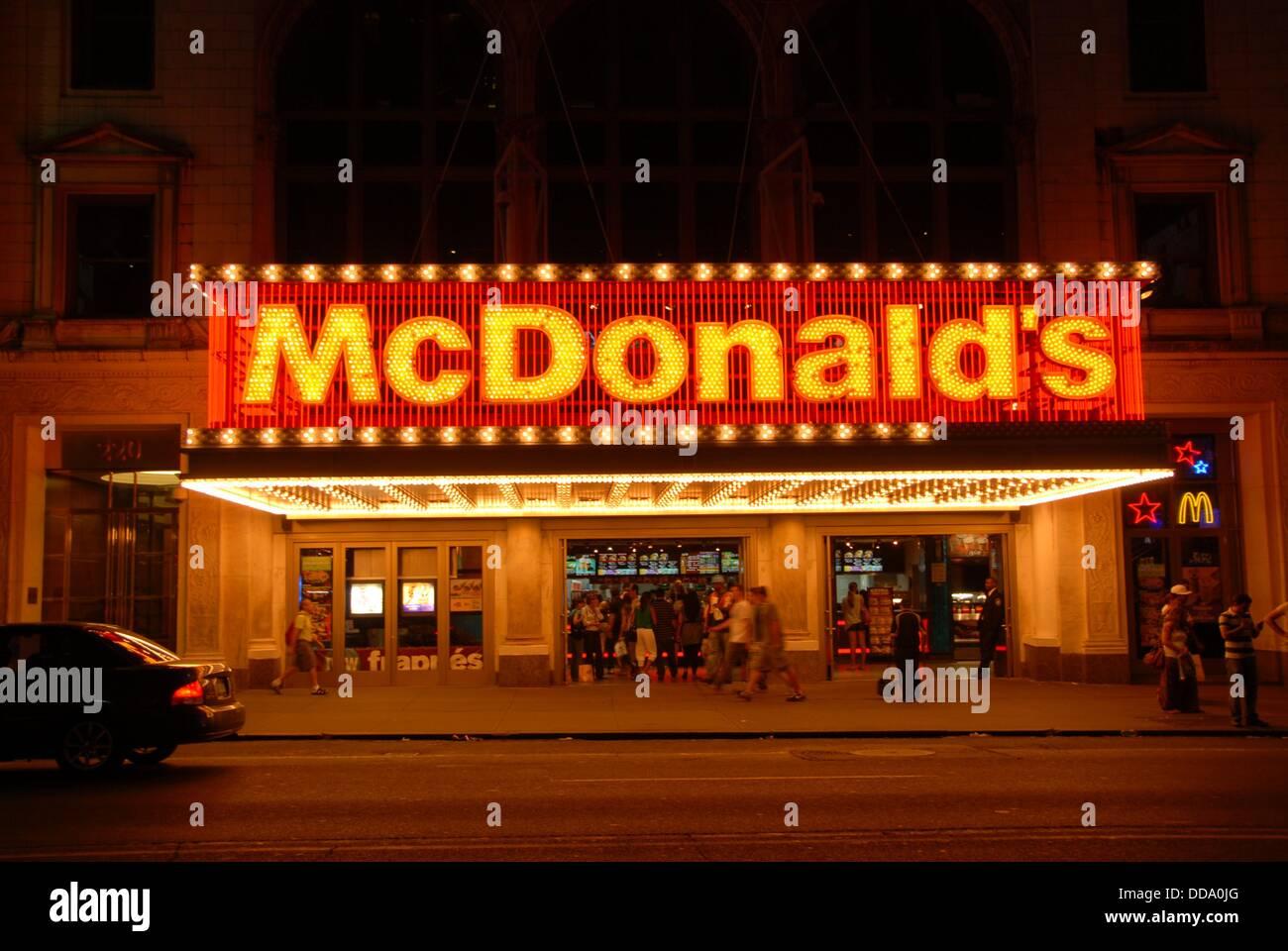 La plus grande région métropolitaine Mc Donalds en Amérique. Candler building. La 42e rue à Broadway. Times Square. Banque D'Images