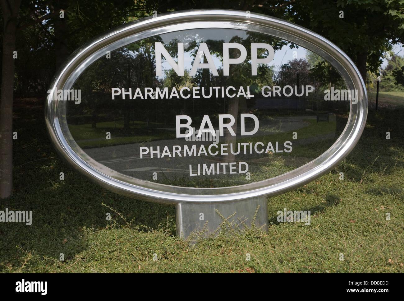 Signe d'aluminium verre groupe pharmaceutique NAPP et BARD Pharmaceuticals Limited Cambridge Science Park en Photo Stock