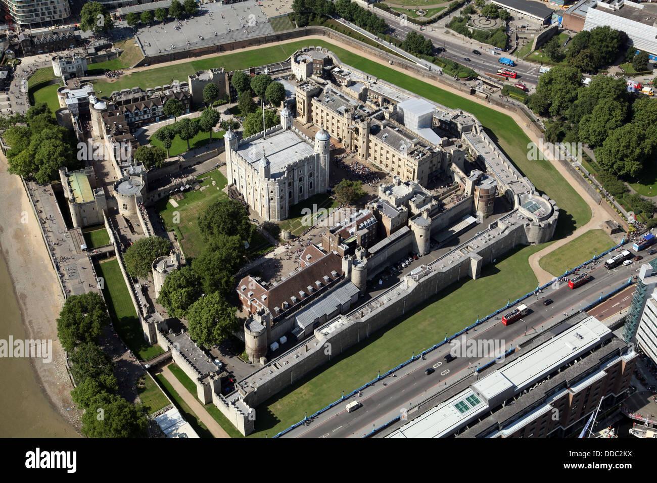 Une vue aérienne de la Tour de Londres où la couronne royale bijoux sont conservés Banque D'Images