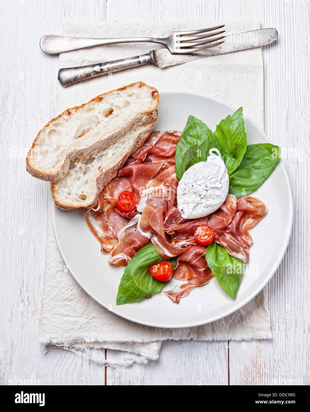 Salade de jambon avec œuf poché Photo Stock