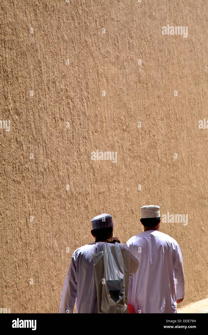 Les travailleurs dans le souk, Dubaï, Émirats Arabes Unis Photo Stock