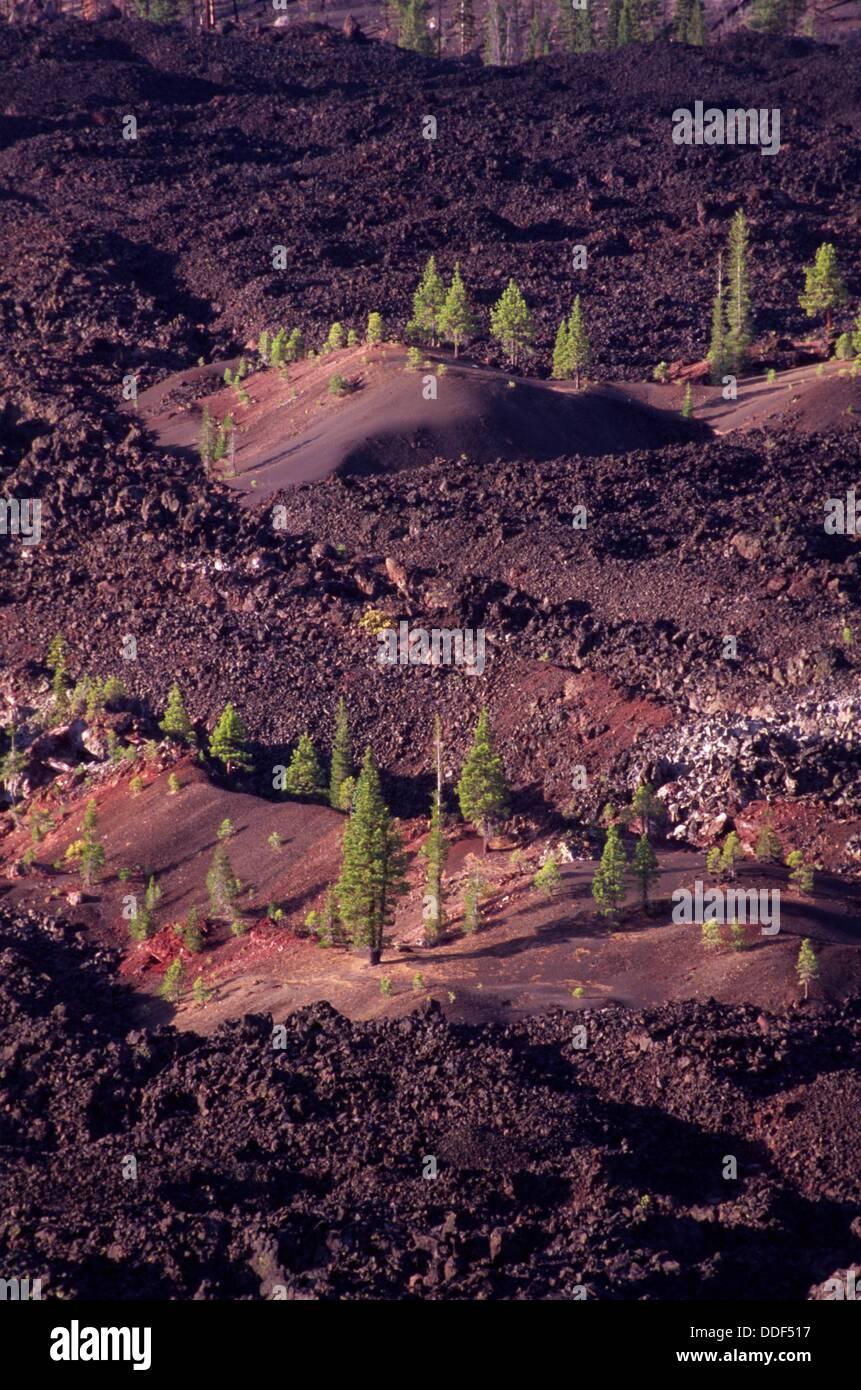 La coulée de lave de fantastique, cône de cendres volcaniques Lassen National Park, CA Photo Stock