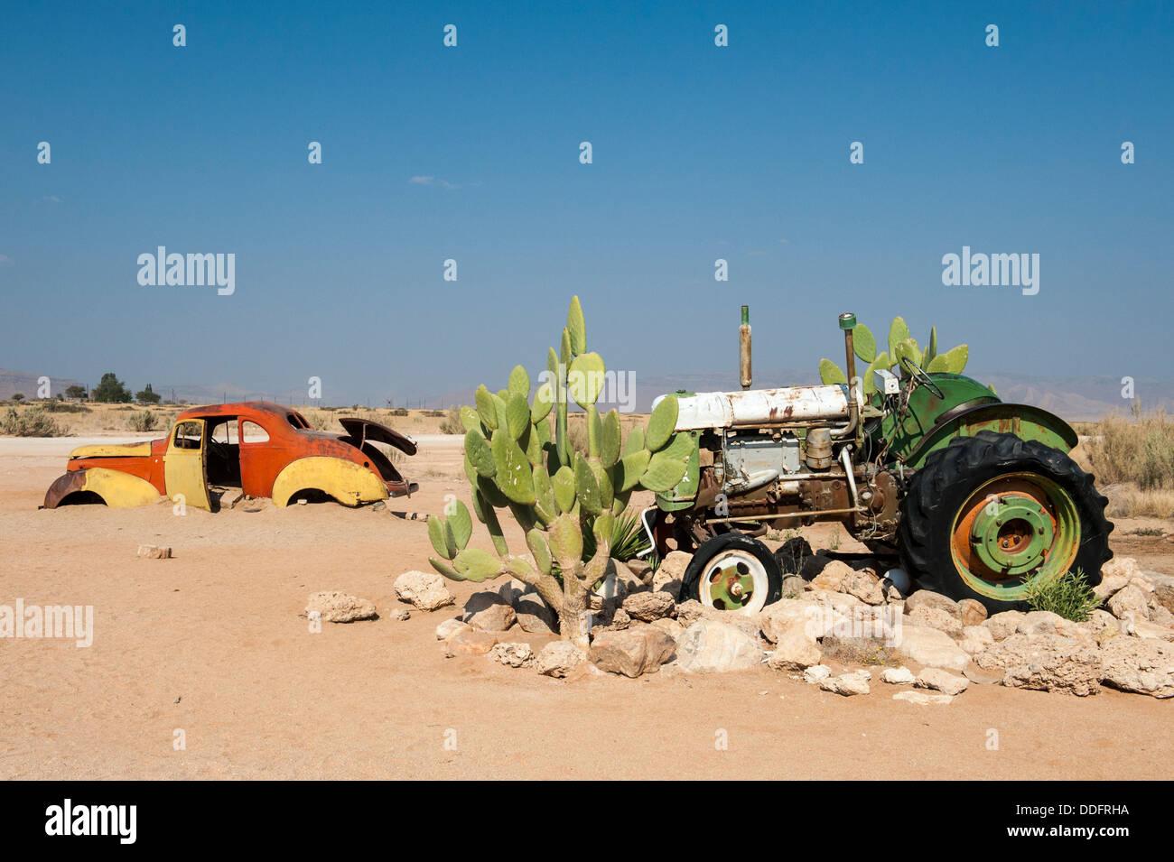 Voiture et tracteur épave à Solitaire, Khomas région, Namibie Photo Stock