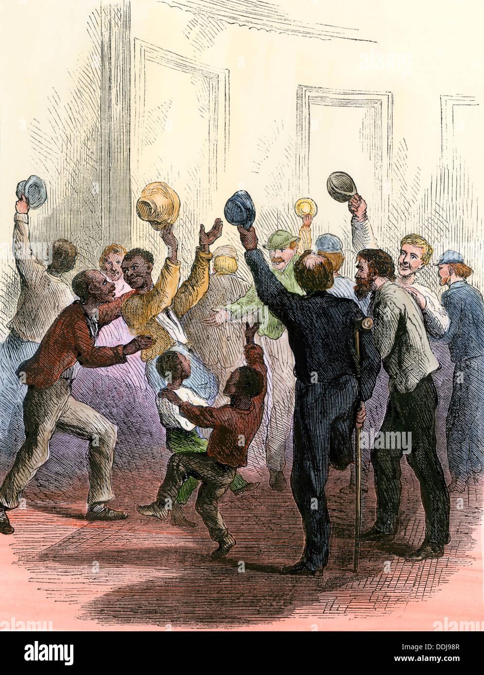 Encourager les citoyens à l'intérieur de la capitale comme le Congrès américain adopte le 14ème amendement, 1866 (ratifiée en 1868). À la main, gravure sur bois Photo Stock