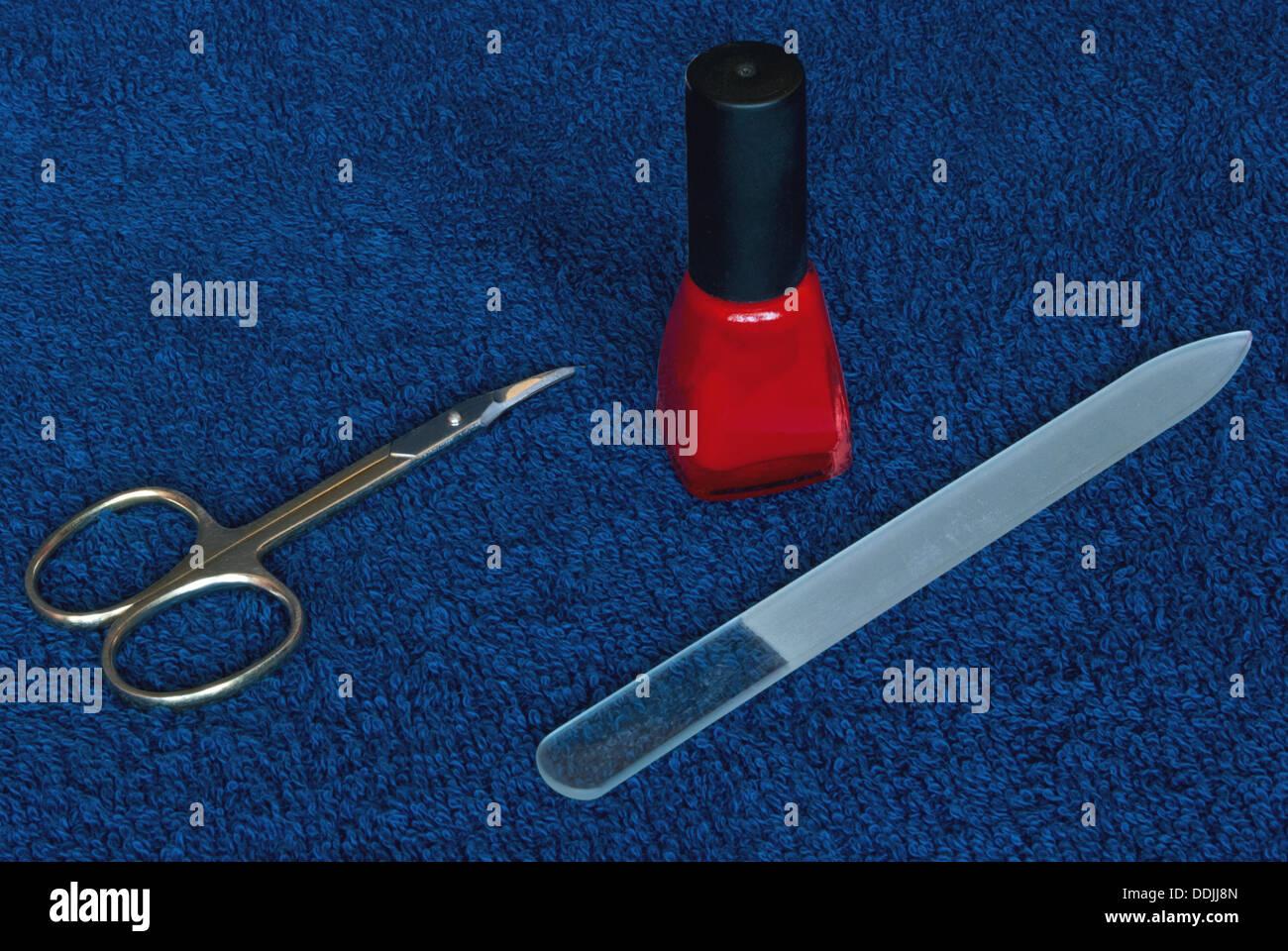 Composition de manucure. Ciseaux à ongles et lime à ongles. Photo Stock
