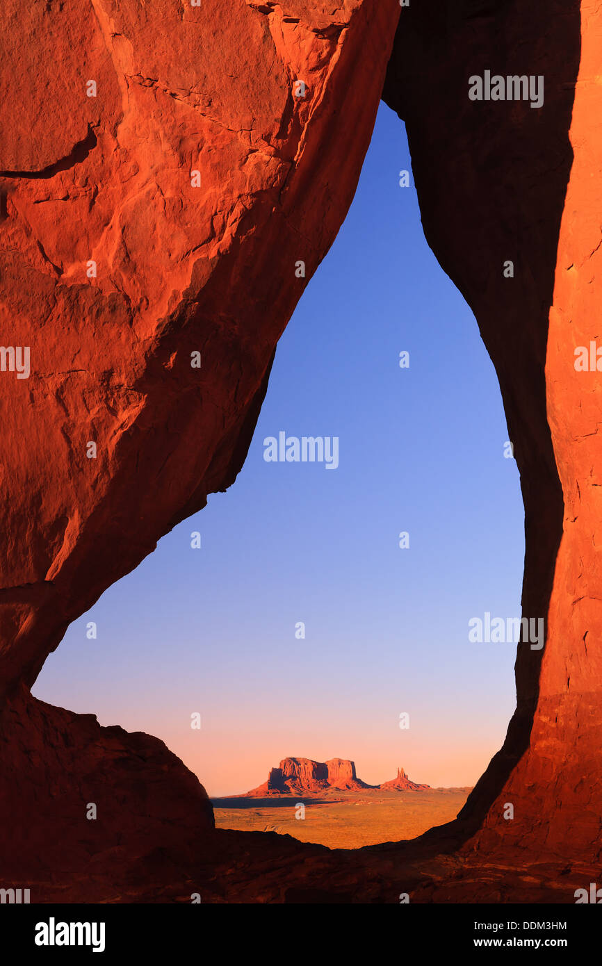 Teardrop Arch au coucher du soleil, Monument Valley, Utah - Arizona Photo Stock