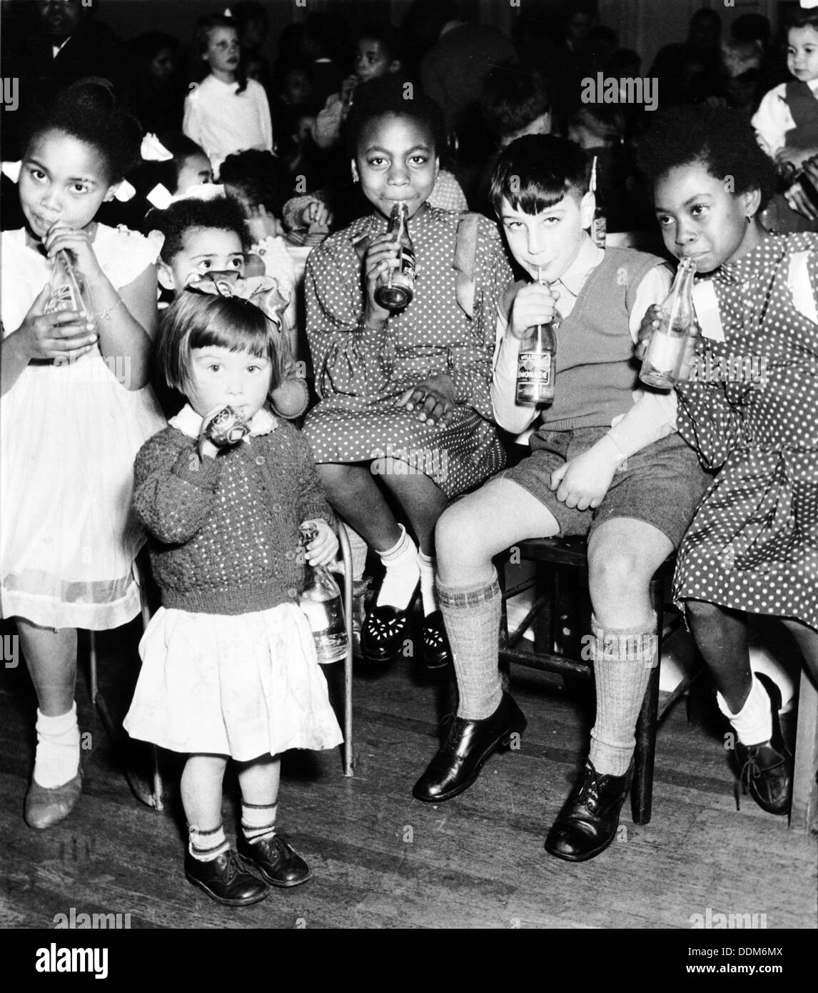 Les enfants, Londres, 1950. Artiste: Henry Grant Photo Stock