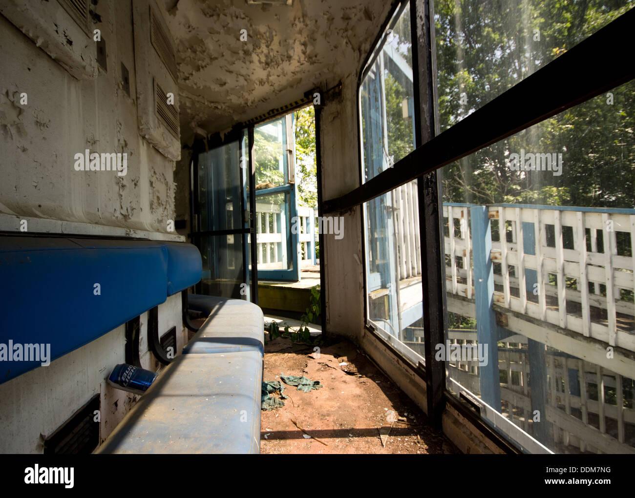 L'intérieur de l'Île Boblo abandonnés Sky Tower ride. Photo Stock