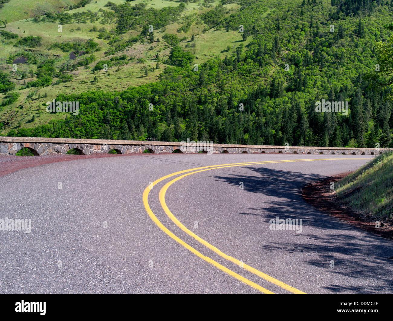 Route dans la gorge de la rivière Columbia National Scenic Area, New York Photo Stock