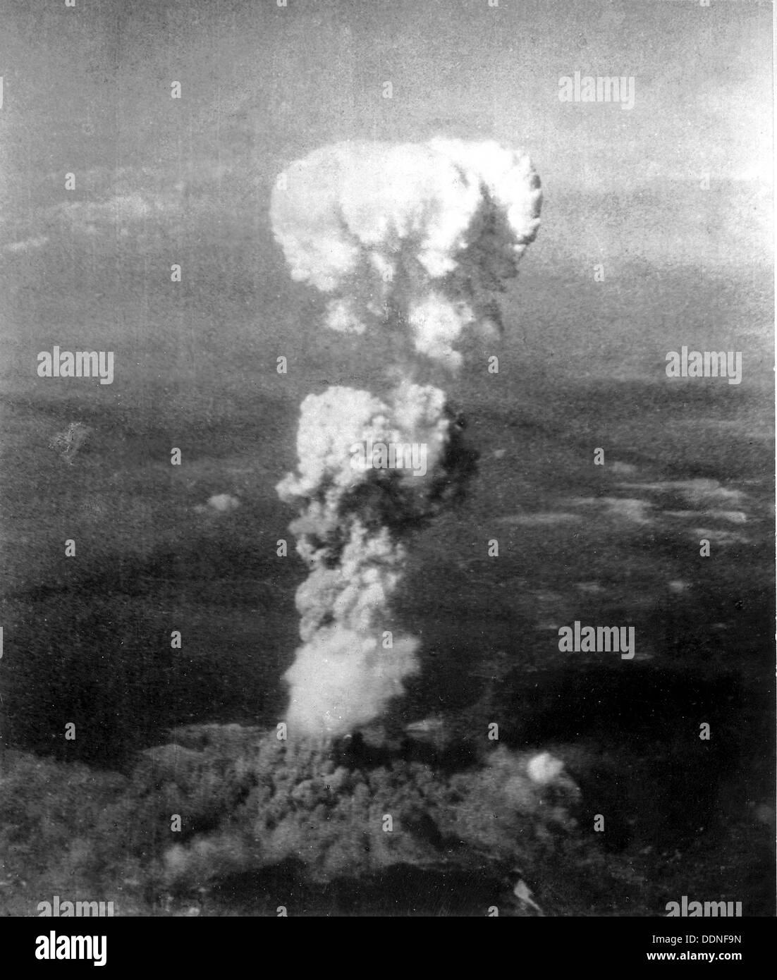 Explosion d'une bombe atomique d'Hiroshima et de nuages, Japon Photo Stock