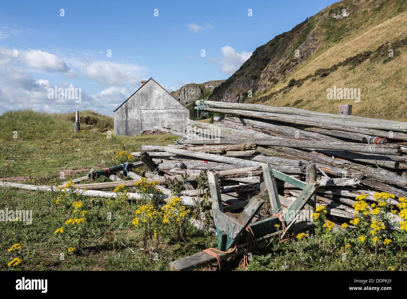 Enjeux & Net Fishermen's bothy à St Cyrus dans l'Aberdeenshire, Ecosse Photo Stock