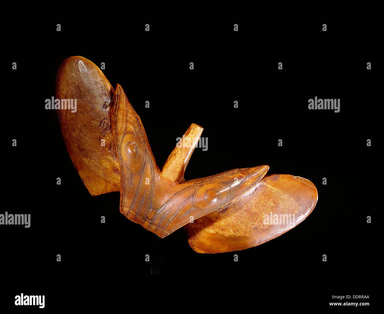 Objet ailé (forme d'oiseaux), Eskimo, ancien de la mer de Béring, de la culture, de l'île St Lawence c200 AD. Artiste: Werner Forman Photo Stock