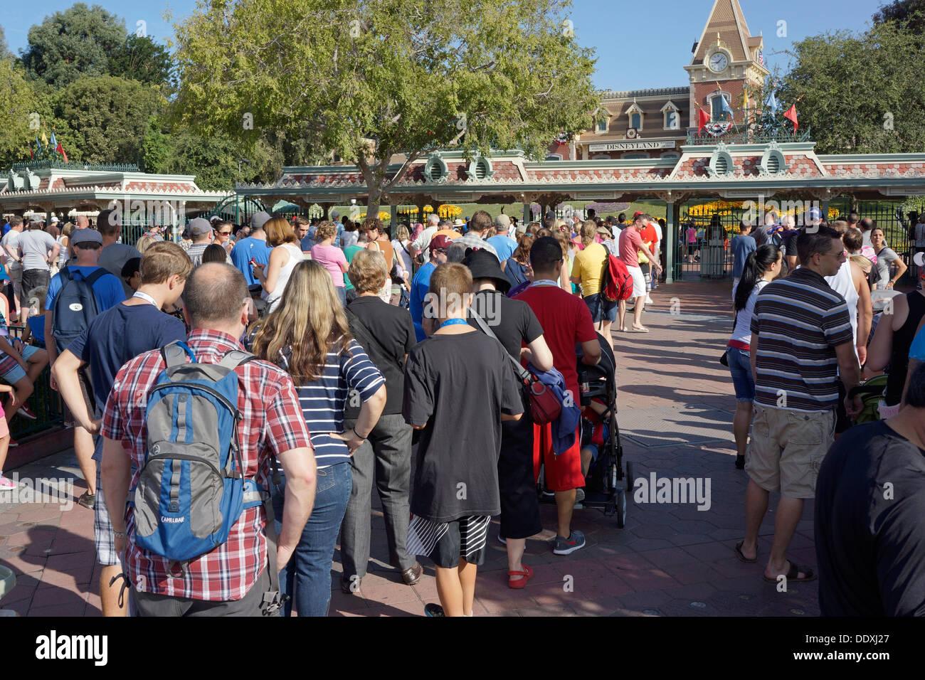 Disneyland Resort, parc à thème, entrée à matin magique, Extra Magic Hour, Queue, Californie Photo Stock
