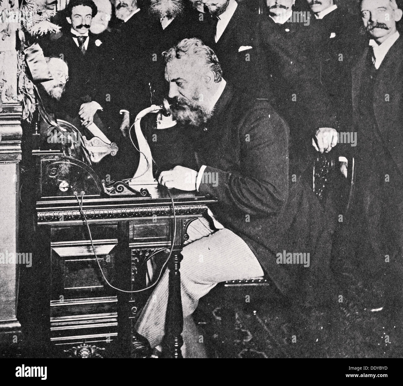 Alexander Graham Bell fait le premier appel téléphonique entre New York et Chicago, USA, 1892. Artiste : Inconnu Photo Stock