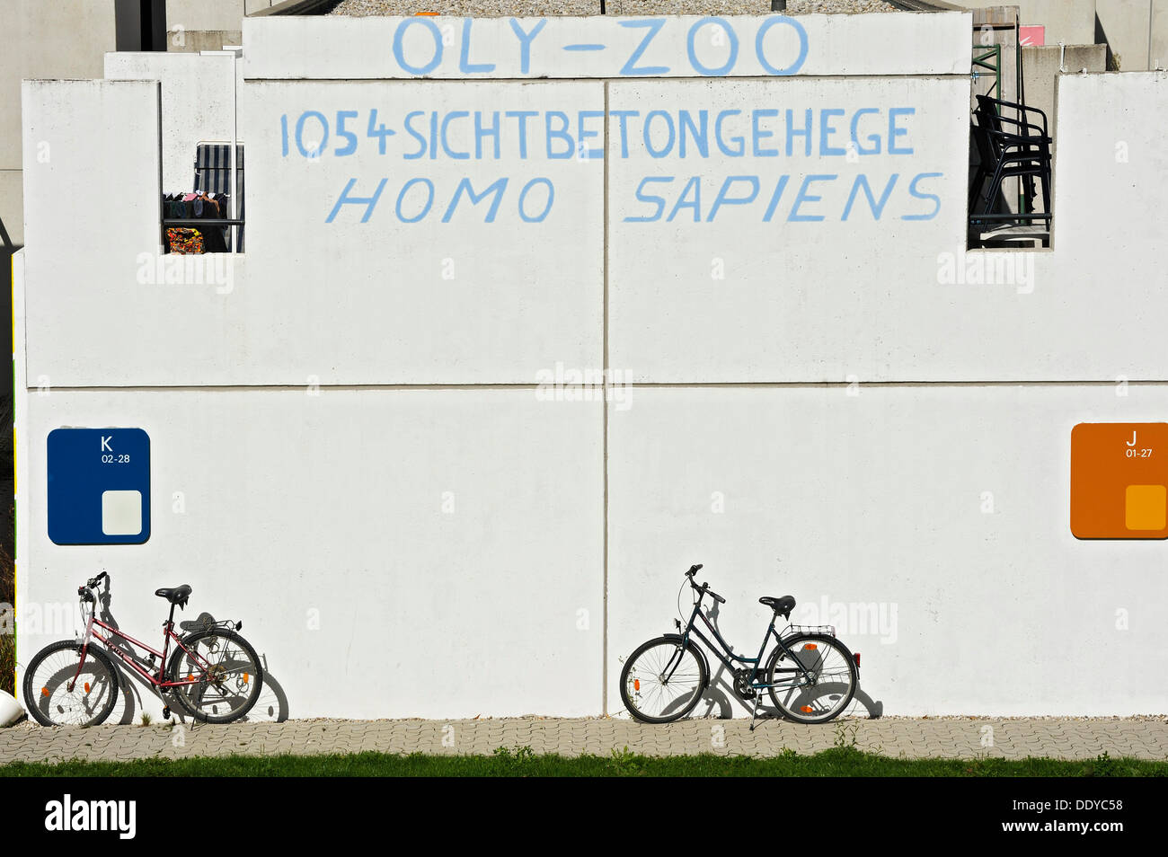 Protestation inscrit sur un mur, dans l'ancien village olympique, Munich, Bavière Photo Stock