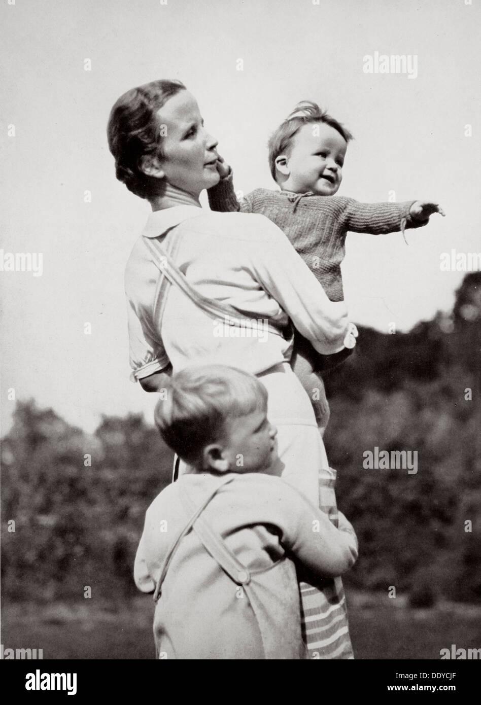 """'Une bonne mère, un idéal national-socialiste"""", l'Allemagne, 1936. Artiste: Inconnu Photo Stock"""