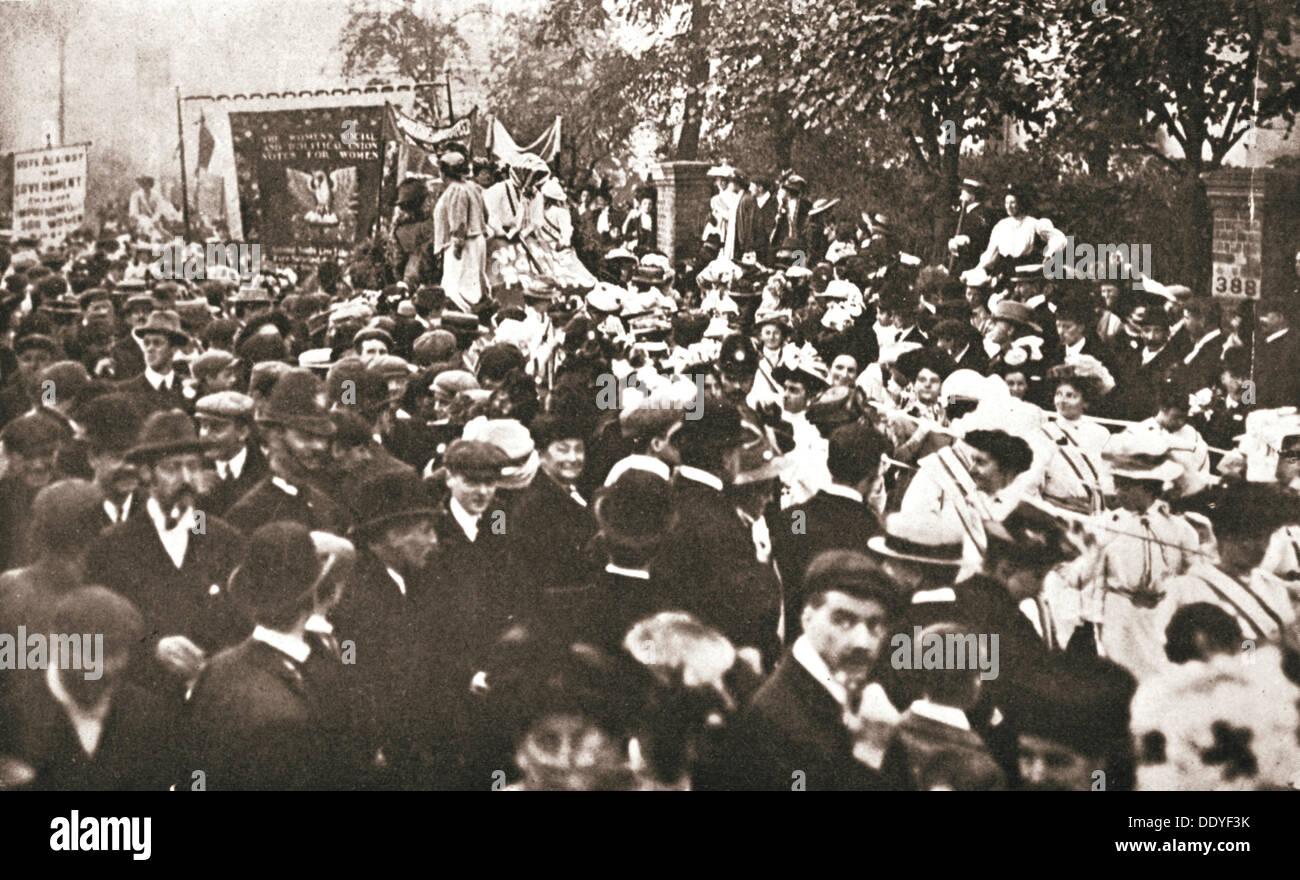 Britsh suffragette Emmeline Pethick-Lawrence est sortie de prison, le 17 avril 1909. Artiste: Inconnu Banque D'Images