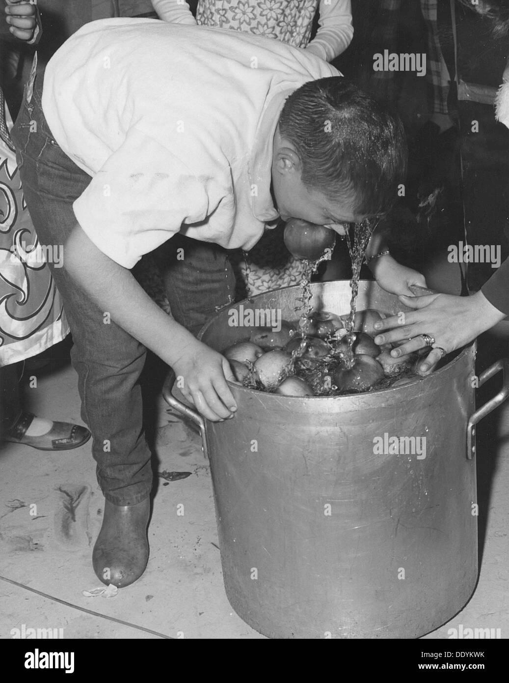 Célébrations de l'Halloween, à Fort Sheridan, Illinois, USA, 1970. Artiste: SP5 Photo Stock