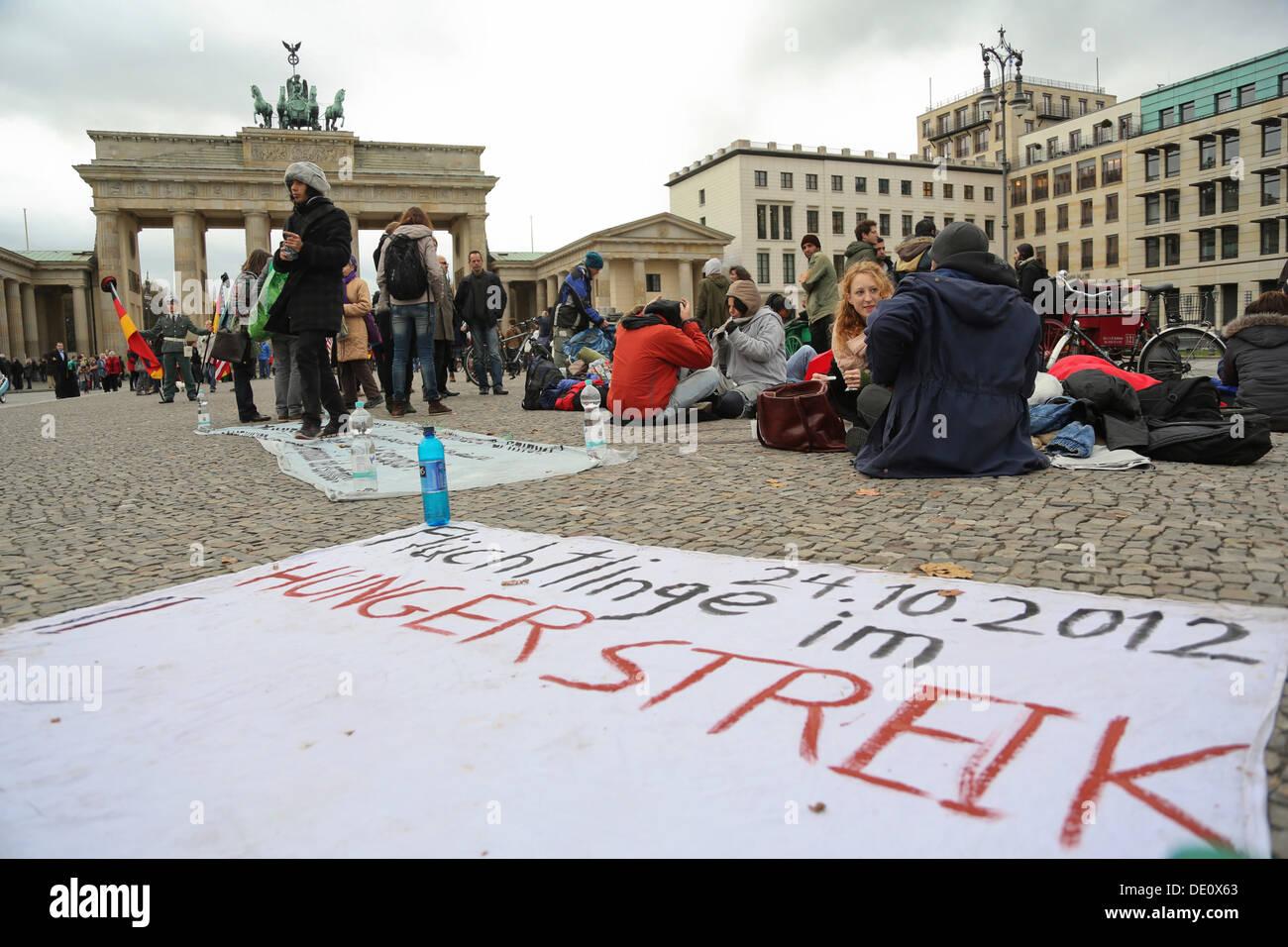 Grève de la faim des réfugiés pour un moratoire sur l'expulsion des demandeurs d'asile, les permis de travail et la suppression de l'obligation de résidence Photo Stock