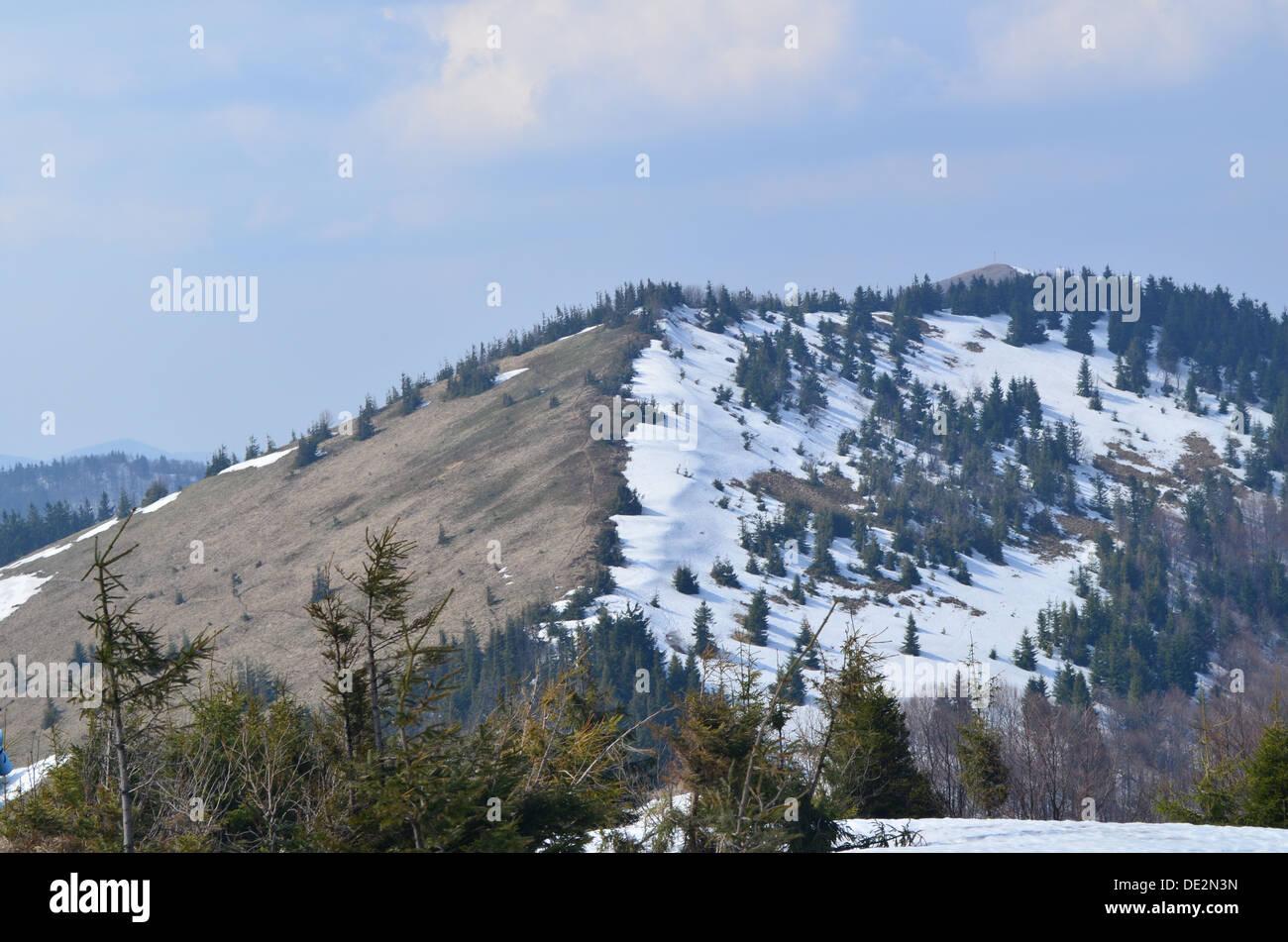 Parashka la chaîne de montagne en Avril Photo Stock