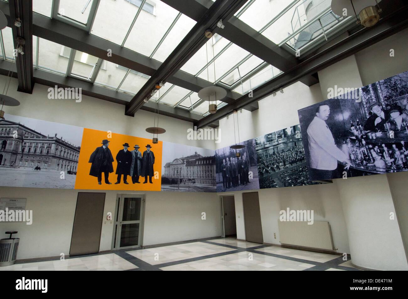 Wien, Österreich, Schwarzenbergplatz 6 III, Centre d'Arnold Schönberg, Arnold Schönberg im Eingangshalle, centre Photo Stock