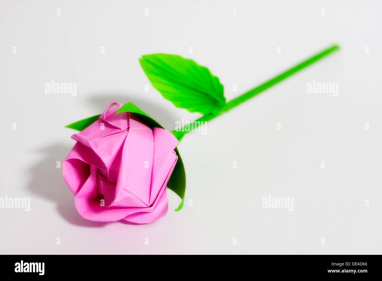 Origami kawasaki rose avec des feuilles et des tiges - Rose avec tige ...