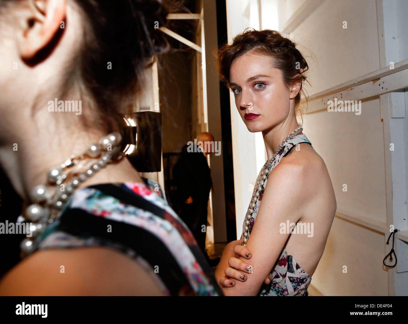 New York, NY, USA. 10e Août, 2013. Les coulisses de modèles MBFW à New York City. Crédit: Scott Houston/Alamy Live News Photo Stock