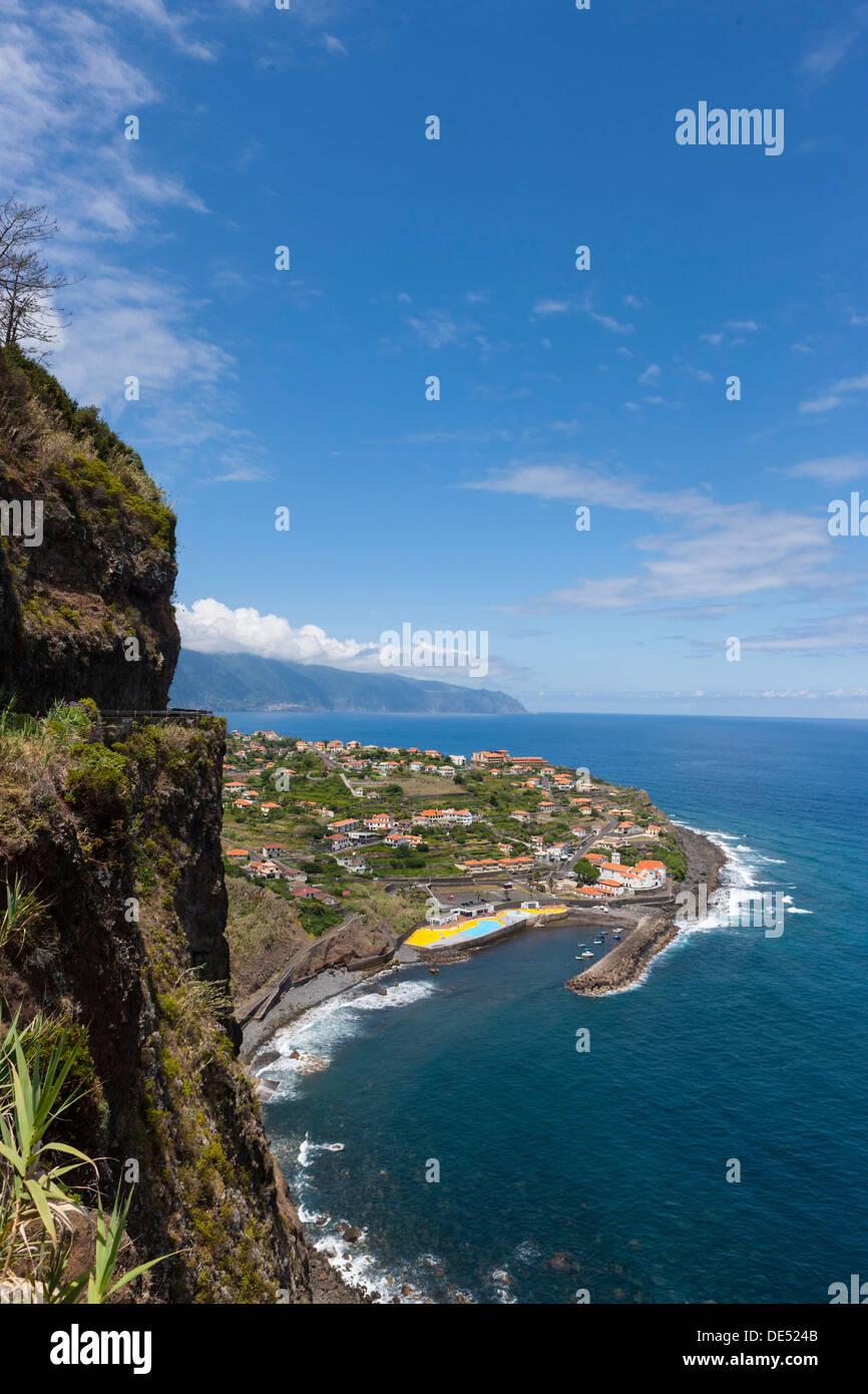 Les falaises de Ponta Delgada, Vicente, Boaventura, Madeira, Portugal Photo Stock