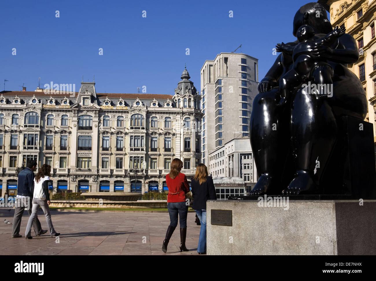 L'Espagne. Les Asturies. Oviedo. Statue maternité dans Escandalera Square. Photo Stock