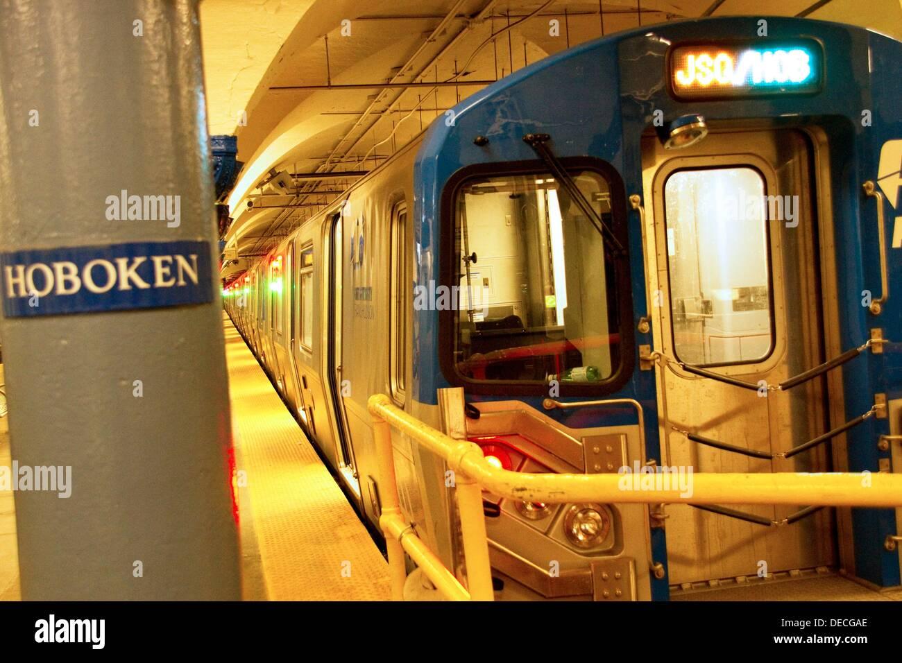 Aux Etats-Unis. New Jersey, Hoboken, Path (Port Authority) Trans-hudsonien terminal. Le chemin est un chemin de fer de transport rapide reliant Manhattan, Photo Stock