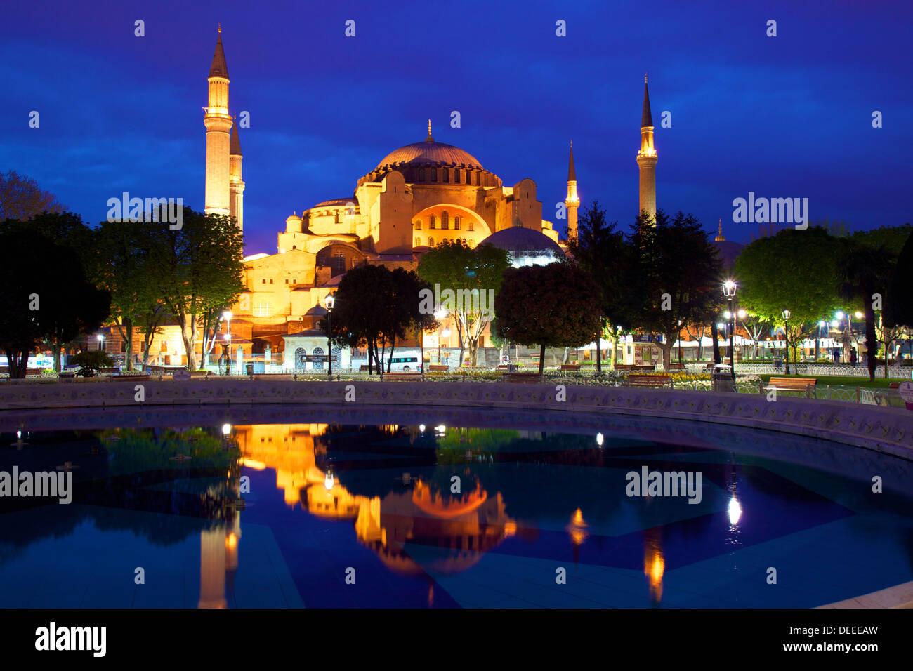 Sainte-sophie (Aya Sofya) (l'église de la Sainte Sagesse), UNESCO World Heritage Site, au lever du soleil, Istanbul, Banque D'Images