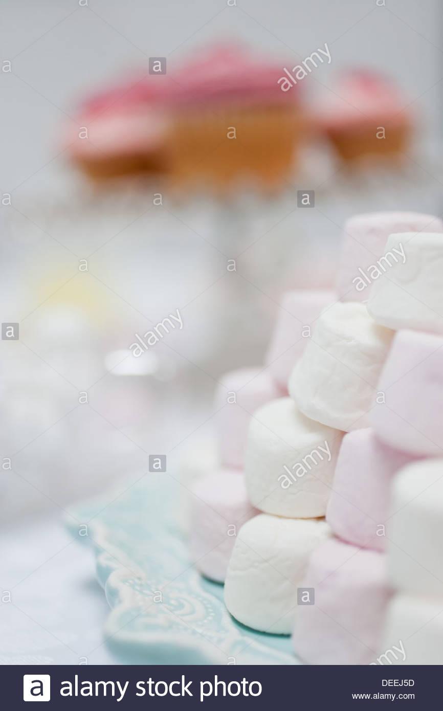 Pile de guimauves aux couleurs pastel Photo Stock