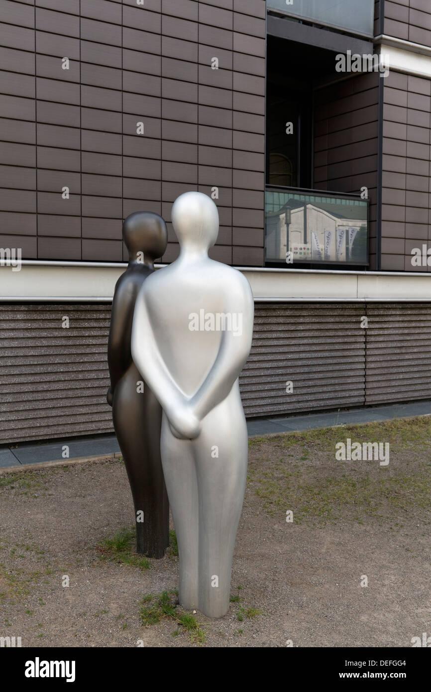 Deux figures humaines, inconnus, de la sculpture, Hansegracht, Innenhafen, Duisburg, Ruhr, Rhénanie du Nord-Westphalie Photo Stock