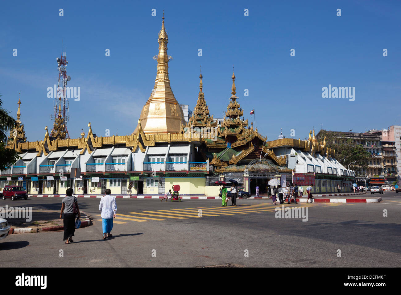 Rond-point sur la pagode Sule, Yangon (Rangoon), région de Yangon, Myanmar (Birmanie), l'Asie Photo Stock
