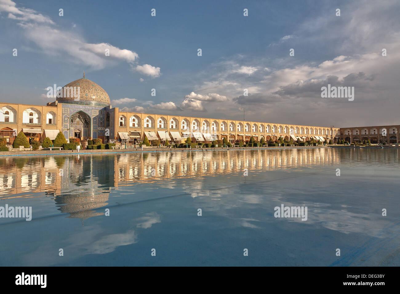 Isfahan (اصفهان Esfāhān Perse: à propos de ce son (prononciation)), historiquement a également rendu en anglais comme Ispahan. Photo Stock
