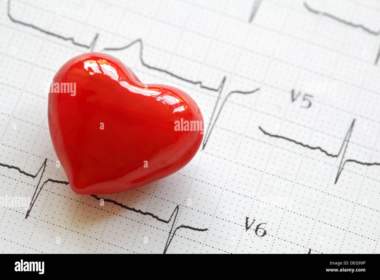 Cardiogramme et coeur Photo Stock