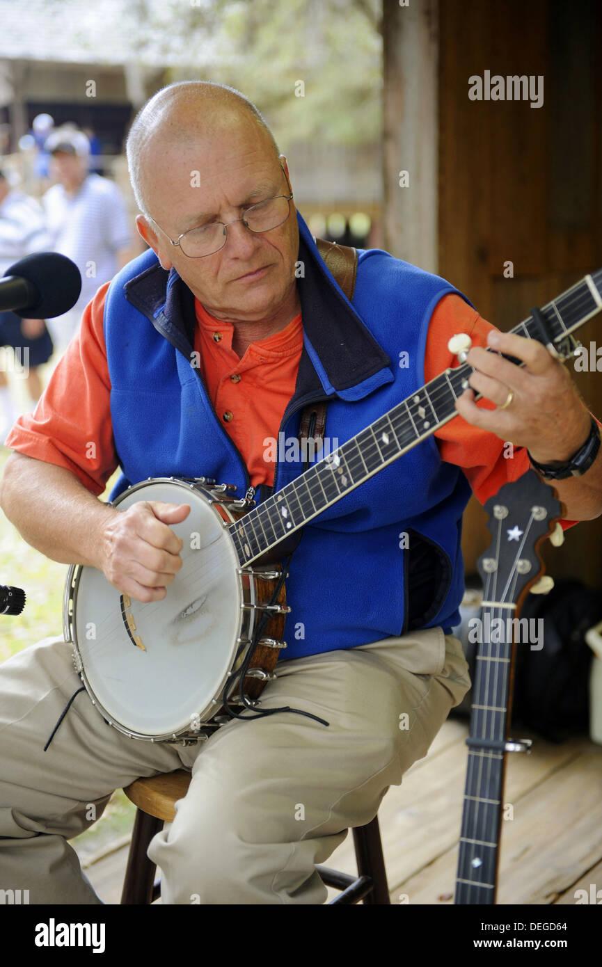 Joueur de banjo effectue avec la famille agréable groupe de country à Cracker Pays Floride living history museum situé sur la Floride Photo Stock