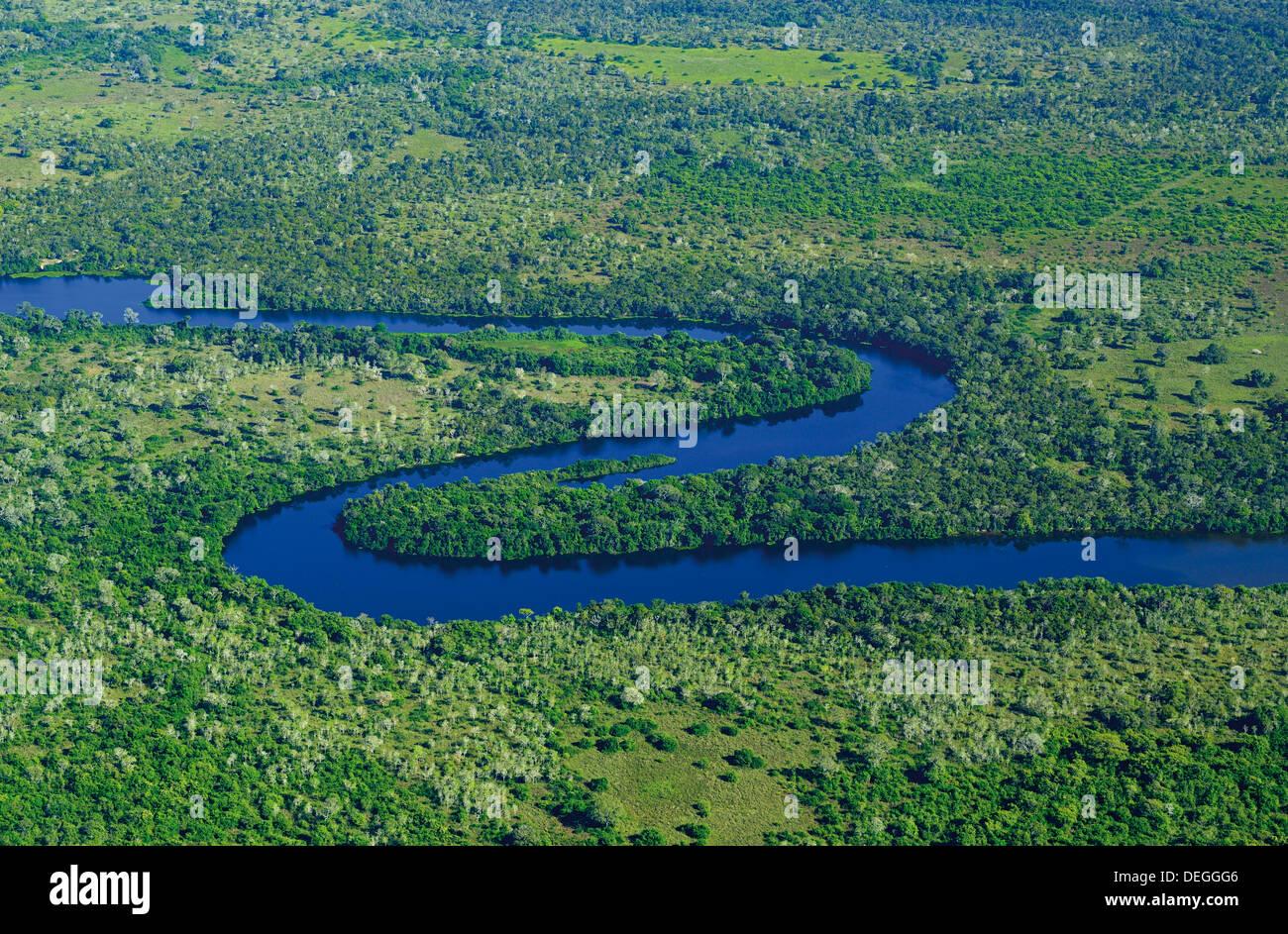 Brésil, Pantanal: Vue aérienne de la rivière Claro près de Poconé Photo Stock