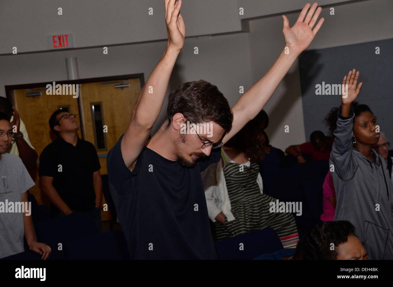 L'homme l'adoration de Dieu Photo Stock