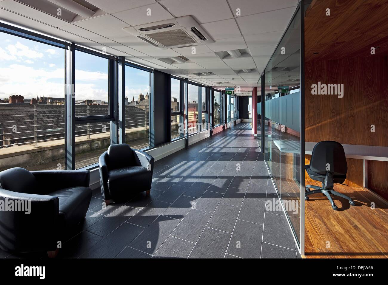 Réception et bureau en locaux à usage de bureaux camden street