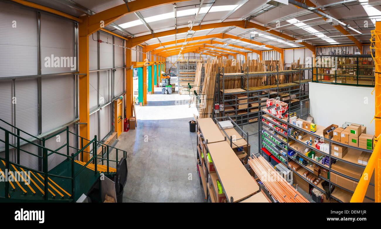 L'intérieur de l'entrepôt de Travis Perkins Builders Merchants Farnham Photo Stock
