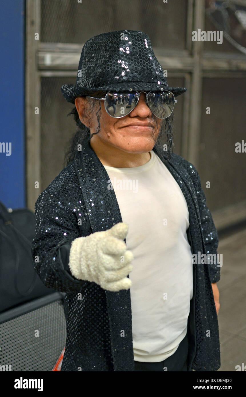 977c97c90fdc75 Portrait d Alex, un peu personne Michael Jackson impersonator qui réalise à  New York